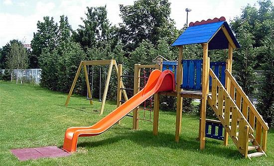 Раскрасьте оборудование на детской площадке